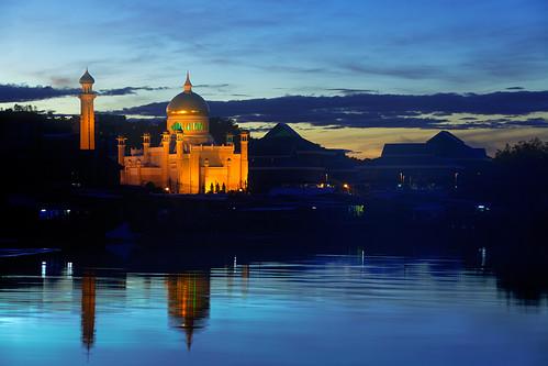 blue reflection wet water sunrise river season dawn islam mosque ali hour sultan omar brunei malay seri bandar begawan darussalam saifuddin