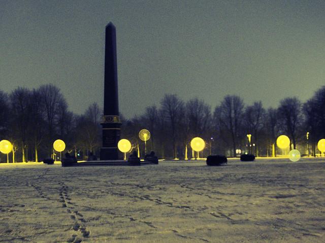 Löwenwall des Nachts im Winter
