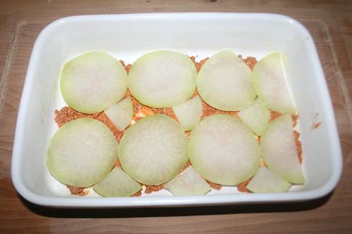 35 - Kohlrabischeiben einlegen / Add kohlrabi slices