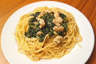 Spaghetti mit Poulet und Blattspinat