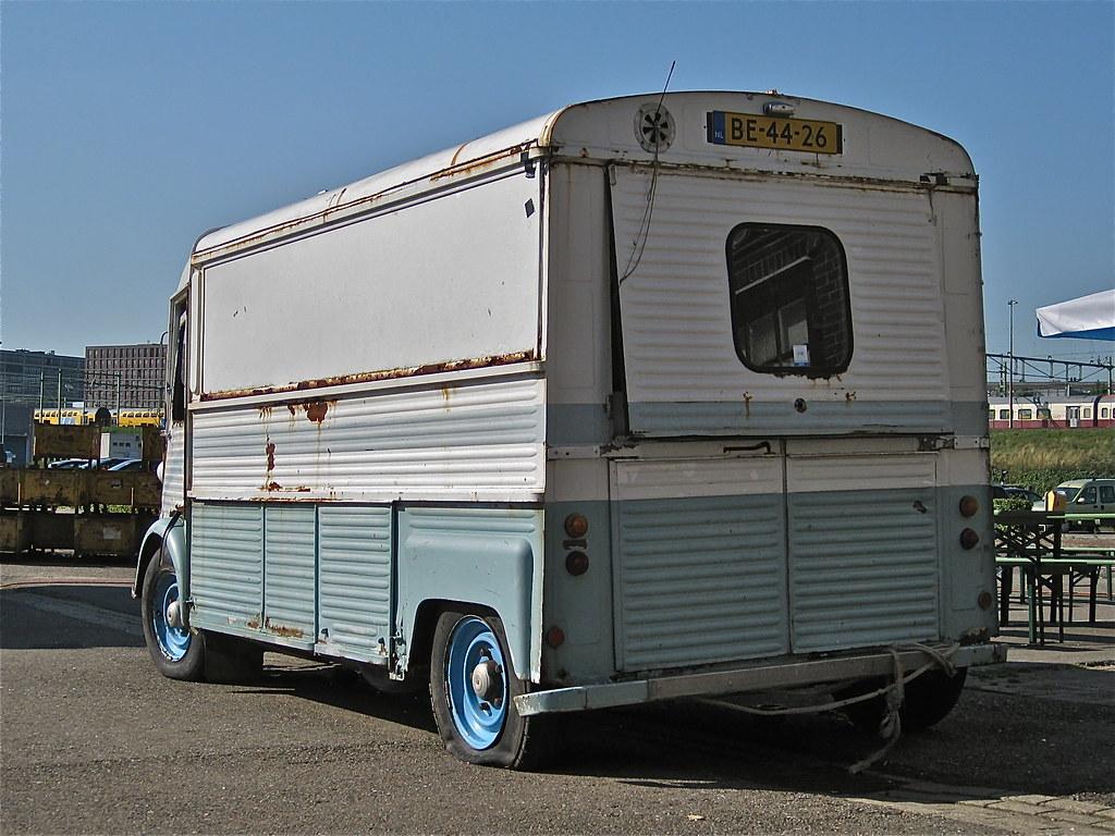 c9dd51e83c5e93 1971 CITROËN HY Currus Mobile Shop