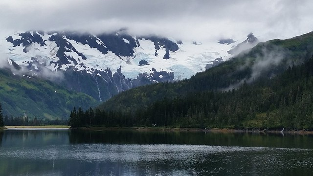 Bettles Bay Lagoon glaciers