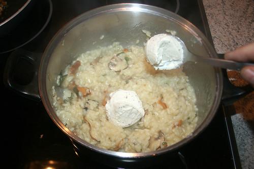 37 - Frischkäse unterheben / Fold in cream cheese