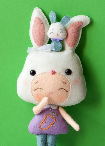 Conejito con marioneta