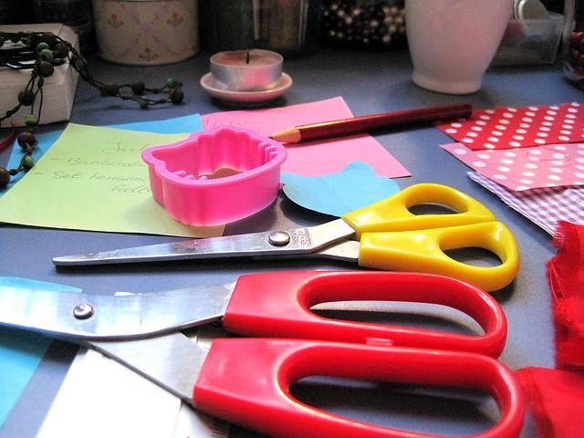tijeras de colores