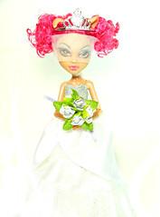 Scaris Bride