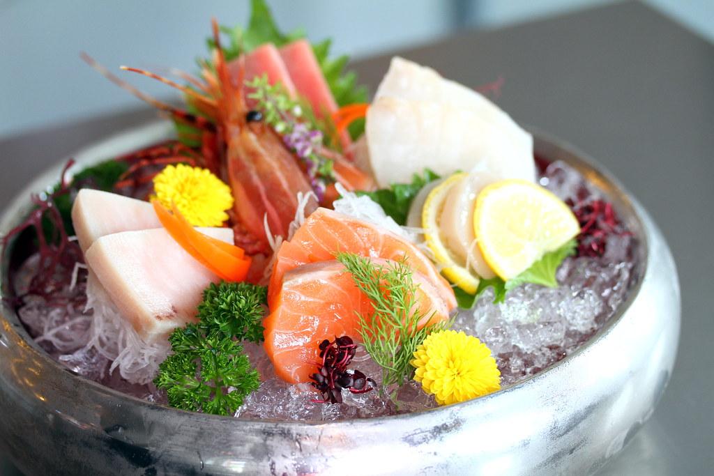 寿司航空寿司吧新鲜可口的生鱼片