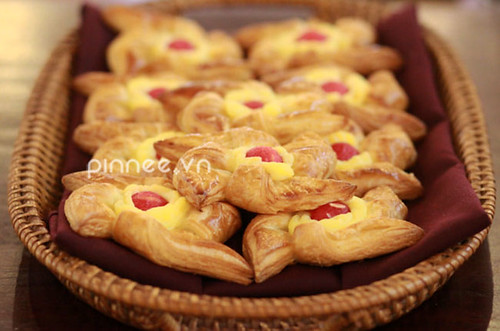 Bánh ngọt [French Pastries with watermelon topping]