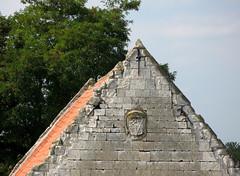 Picquigny (pignon ferme du château) 1