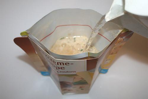 07 - Maggi Moment Mahl Pilzcremesuppe mit Kräuter-Croutons - Mit heißen Wasser aufgießen
