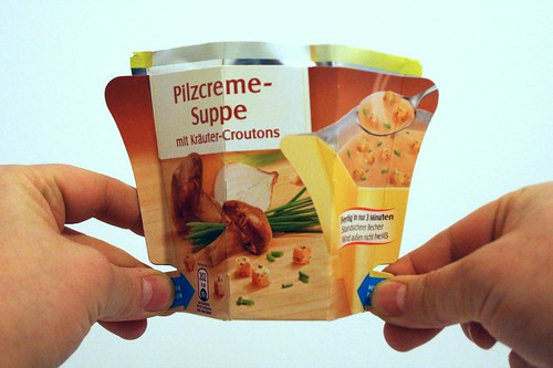 04 - Maggi Moment Mahl Pilzcremesuppe mit Kräuter-Croutons - zusammendrücken