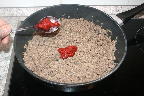 25 - Tomatenmark hinzufügen / Add tomato puree