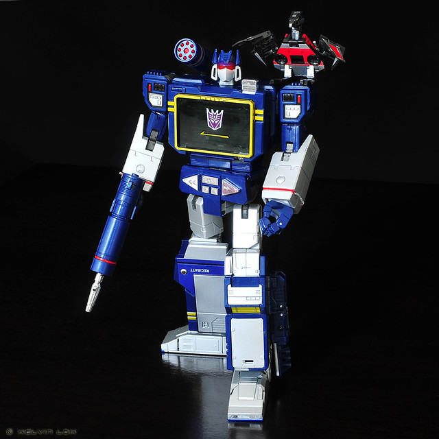 MP-13 Soundwave and Laserbeak
