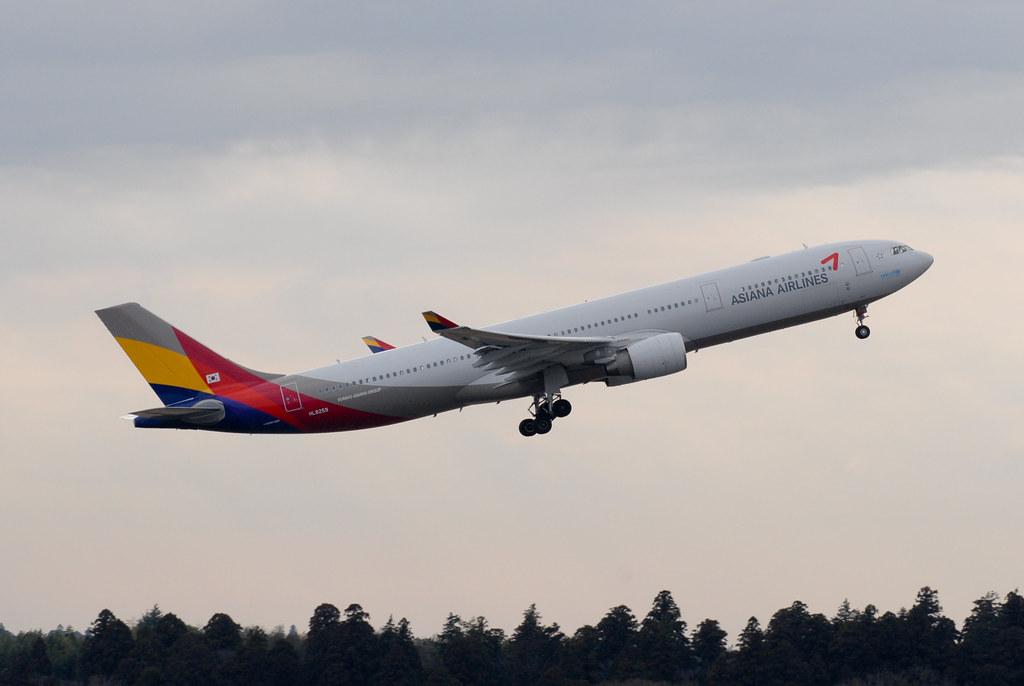 Asiana A330-300 HL8259