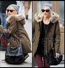 f21eafbb7a9f Ashlee Simpson toting Givenchy black Mink Pandora bag