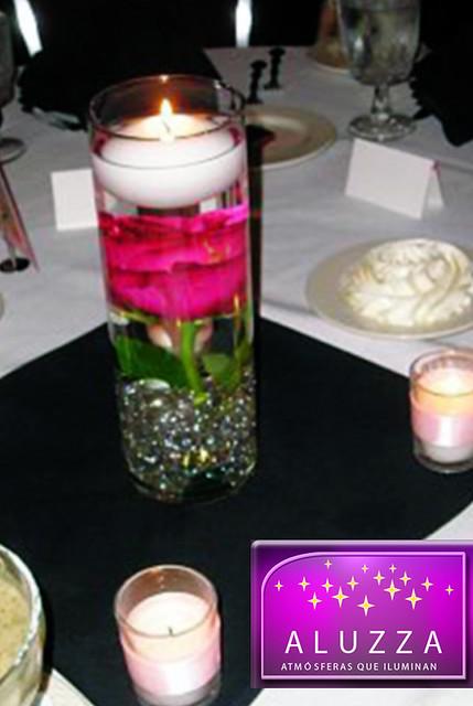 centro de mesa con vela flotante