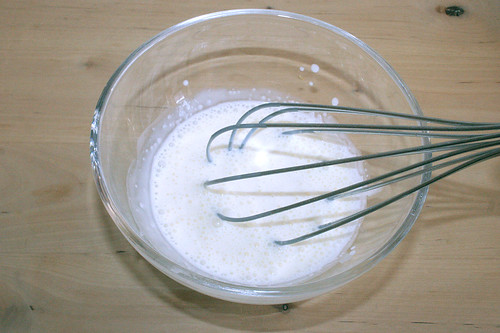 37- Schlagsahne halb steif schlagen / Whisk cream until nearly stiff