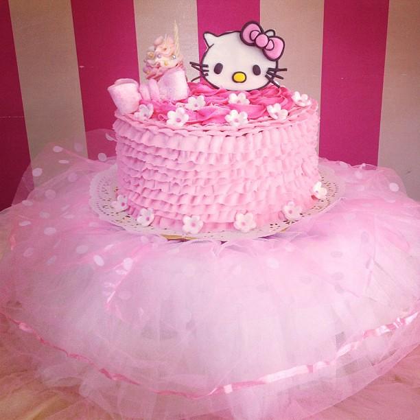 Decoracion Hello Kitty Para Cumplea?os ~ near Sweet Cake, Torta de Hello Kitty para celebrar el cumplea?os de