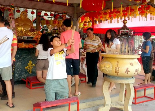 Suanie's Chinese New Year 2013 - praying kid