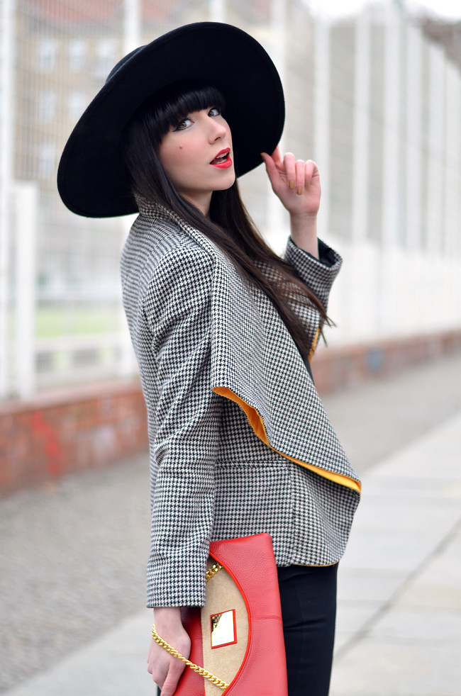 HariTHanD Black Hat Red Clutch Hollywood look Blog 6