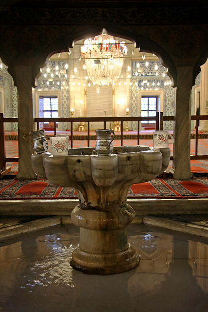 Drinking water fountain in Selimiye Mosque, Edirne, Turkey エディルネ、セリミエ・モスクの泉