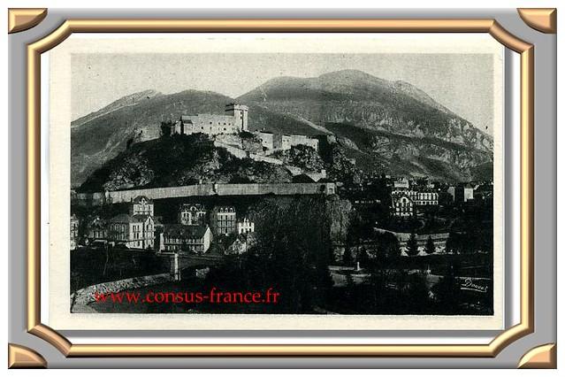 LOURDES Le Château - Fort et Vue d'ensemble du Pic du Jer -70-150