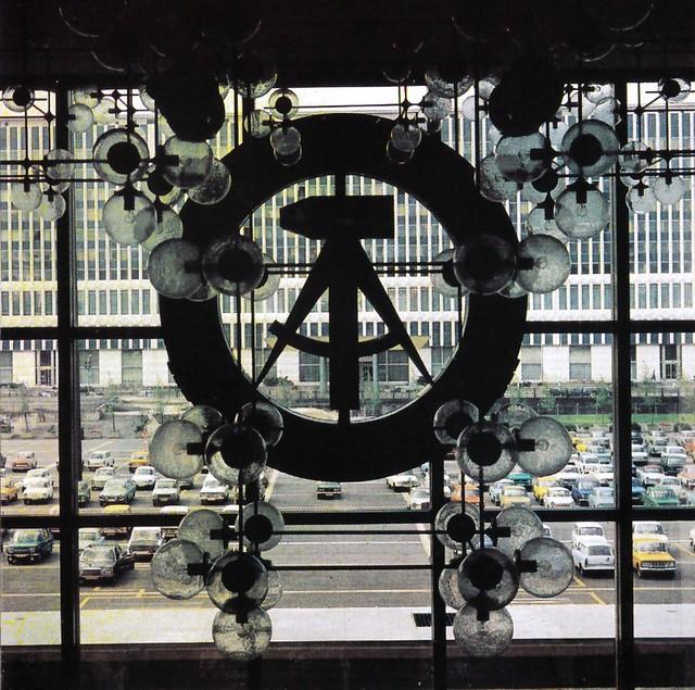 ddr palast der republik embl me du sed parti socialiste unifi est allemand palais de la. Black Bedroom Furniture Sets. Home Design Ideas