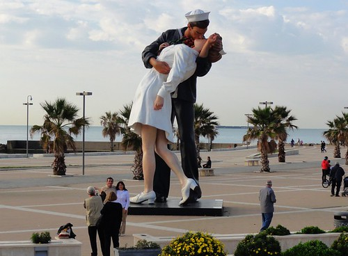 Civitavecchia Sailor Kissing Nurse Statue