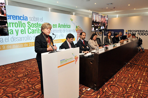 """Secretária Executiva da CEPAL, Alicia Bárcena, participa da abertura da """"Conferência sobre Desenvolvimento Sustentável na América Latina e Caribe: monitoramento da agenda de desenvolvimento pós-2015 e Rio +20"""" Foto: IISD/Earth Negotiations Bulletin"""
