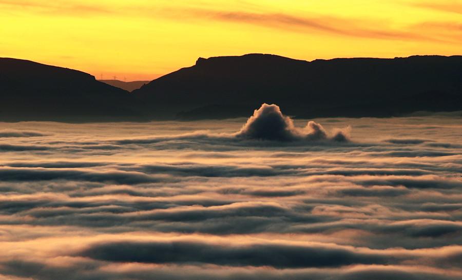 12. Marejada nubosa