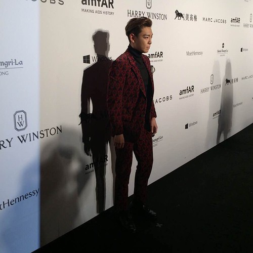 TOP - amfAR Charity Event - Red Carpet - 14mar2015 - g12manho9 - 01