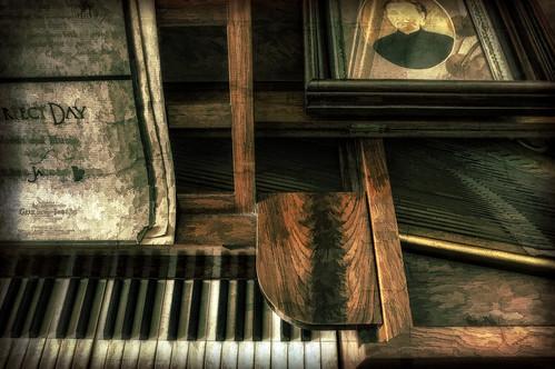 canon song antique piano photograph 60d