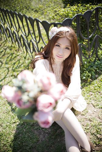 [フリー画像素材] 人物, 女性 - アジア, 人物 - 花・植物 ID:201302190800