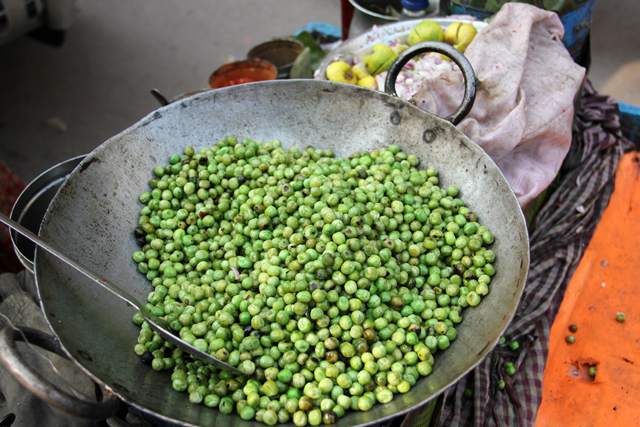 Batch of bright green peas