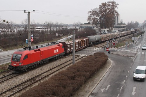 ÖBB Class 1116 'EuroSprinter' electric locomotive 1116 029 on a short freight train in Vienna