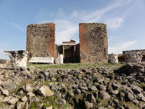 Temple of the godess Fortuna Augusta in Pompeii
