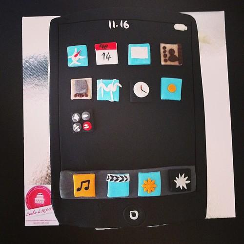 #ipadcake #birthdaycake #sugarart #sugarpaste by l'atelier de ronitte