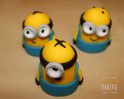 Despicable Me Minions Birthday Cake for Simon 4