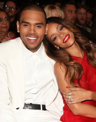 Rihanna le regala auto de $1 Millón a Chris Brown