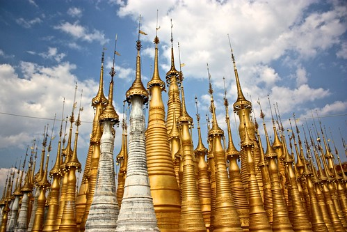 Golden stupas at the top of Inn Dain pagoda