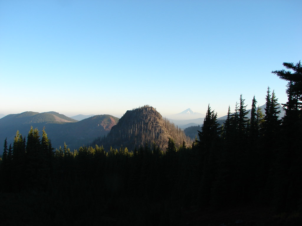 Ruddy Hill, Pyramid Butte, Mt. Hood and Olallie Butte