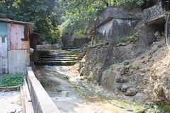 紅橋下,右邊是水圳不是步道,只是沒有水了。