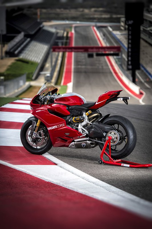 2013-ducati-1199-panigale-r-official-pictures-photo-gallery_28