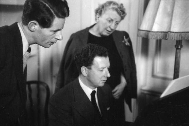 Basil Coleman (producer), Benjamin Britten and Joan Cross during rehearsals for 'Gloriana' (1953) at Orme Square. ©1953 ROH / Roger Wood