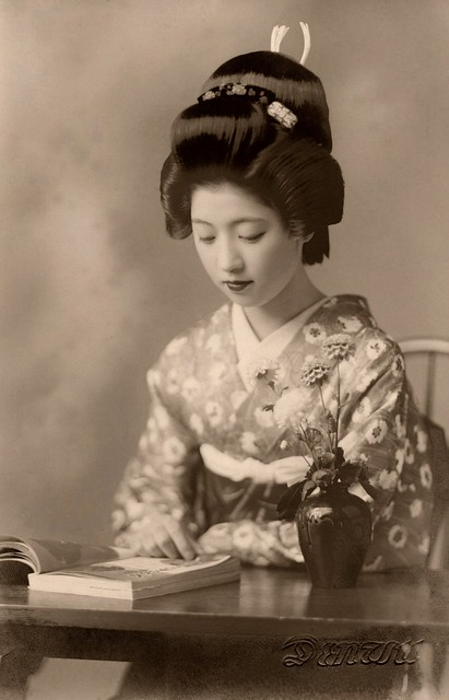 Geiko Toba reading a Book 1938
