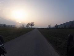 Sonne verschwindet hinter dem Nebel