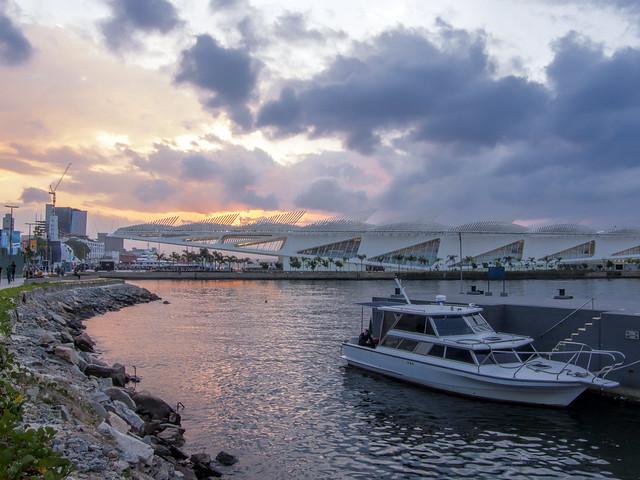 Pôr-do-sol na área portuária