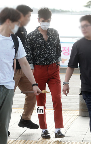 BIGBANG Incheon Airport to Shanghai Press 2015-06-19 034