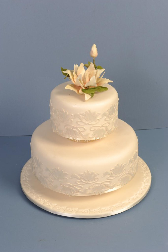 Cake Decorating Course Toowoomba : Elaborate one and two tier wedding cakes Toowoomba ...