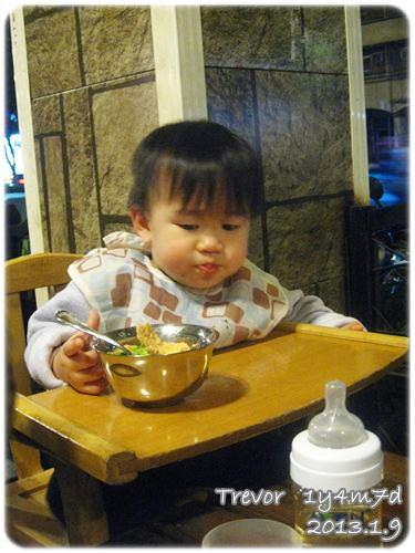 130109-對吃很感興趣的孩子 (1)